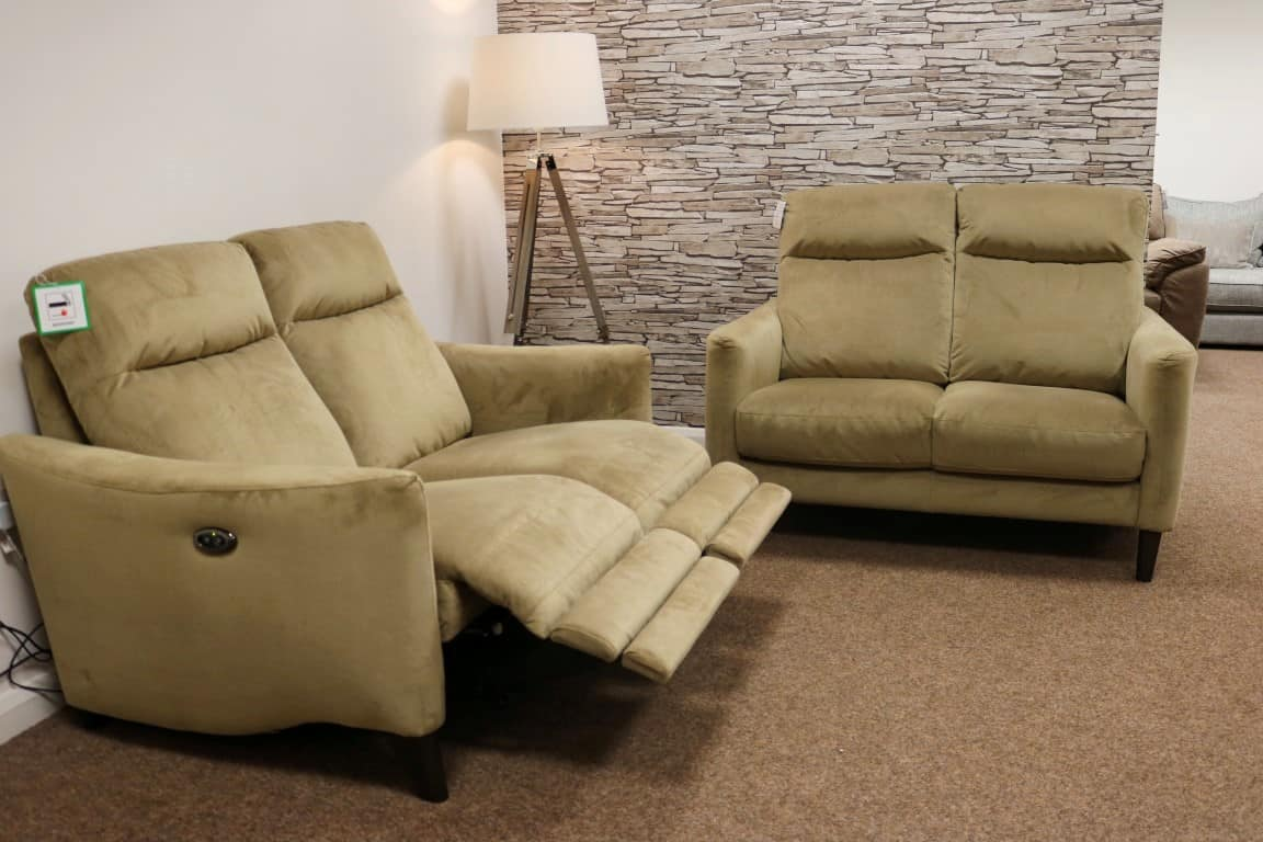 Compact Collection Petit Famous Brand Power Reclining